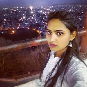Priyanka - Jaipur,Rajasthan : Students in imli phatk gives