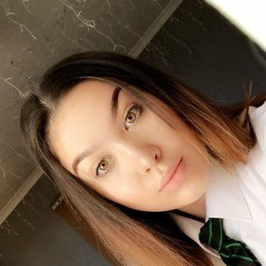 Eleni Desborough 14 Year Old Willing To Help With English Homework And Struggling Children Happy To Work For Little