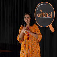 Bangalore based Stand-up comedian gives you cooking lessons which suits your needs.