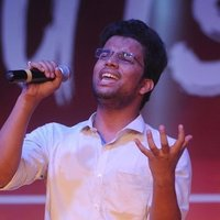 Famous youtube singer gives you Bollywood Singing and indian classical classes at low cost